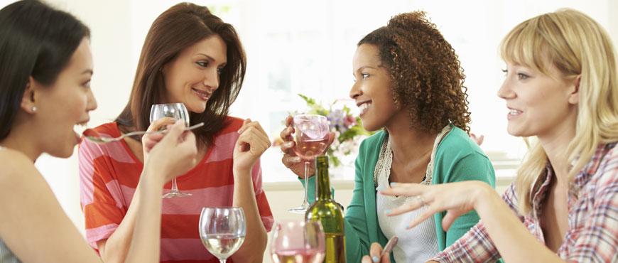 Gemeinsam am Tisch die Zeit genießen